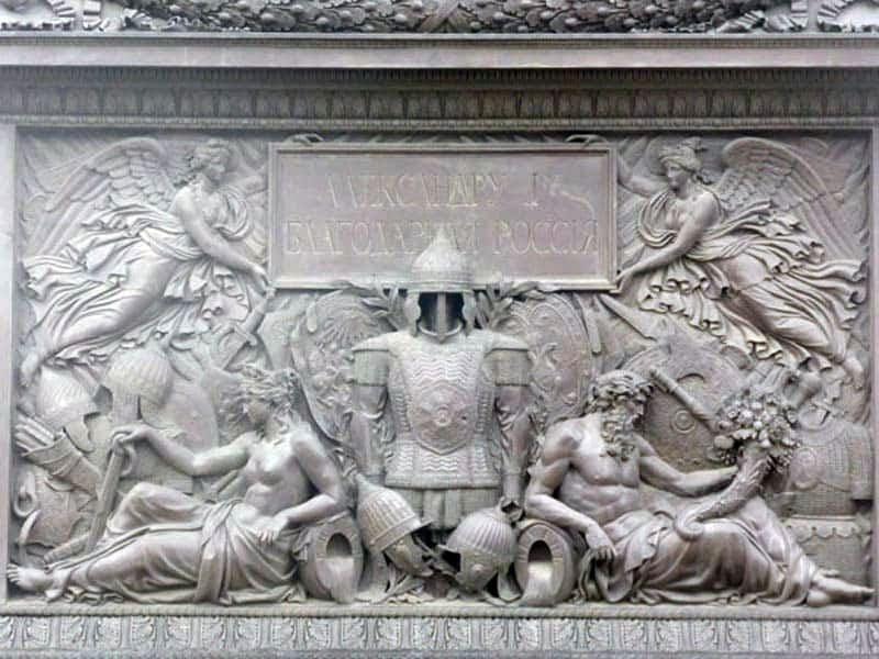 Барельеф постамента колонны