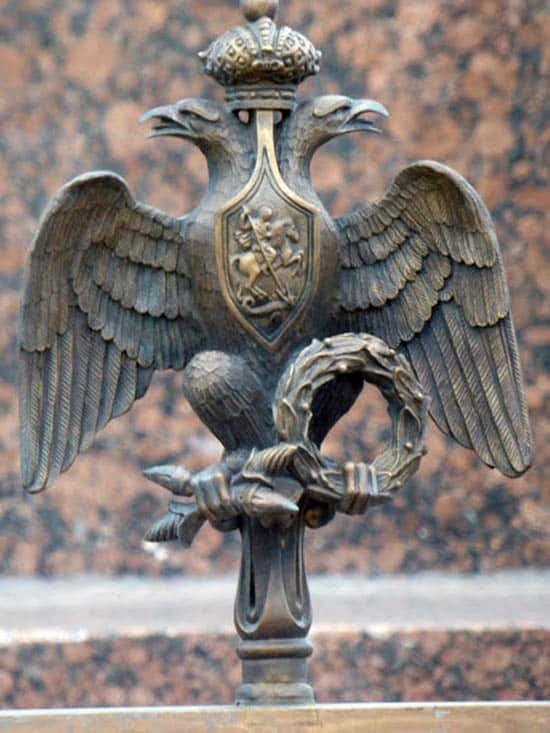 Орёл с ограды вокруг колонны