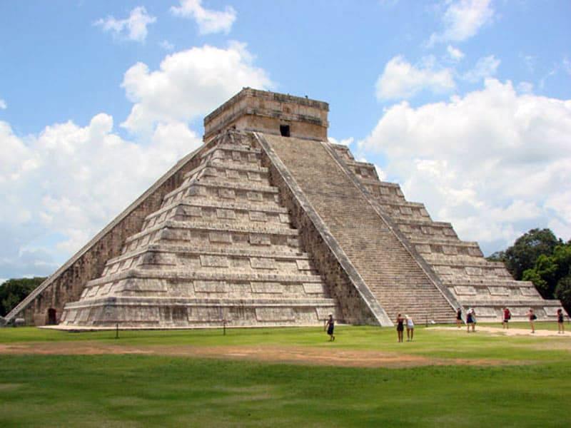 Древний город Чичен-Ица, пирамида Кукулькана