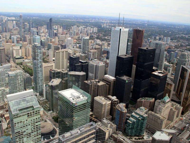 Вид на Торонто с телебашни CN Tower