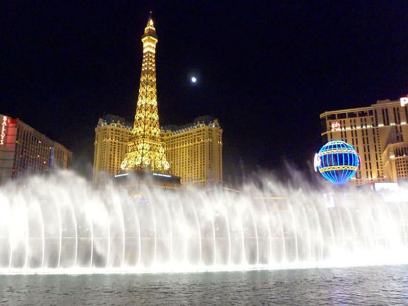 Танцующий фонтан г. Лас-Вегас