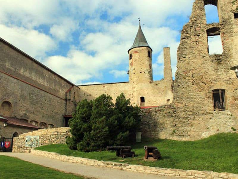 Средневековый замок Хаапсалу