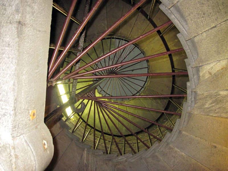 Лестница на колоннаду