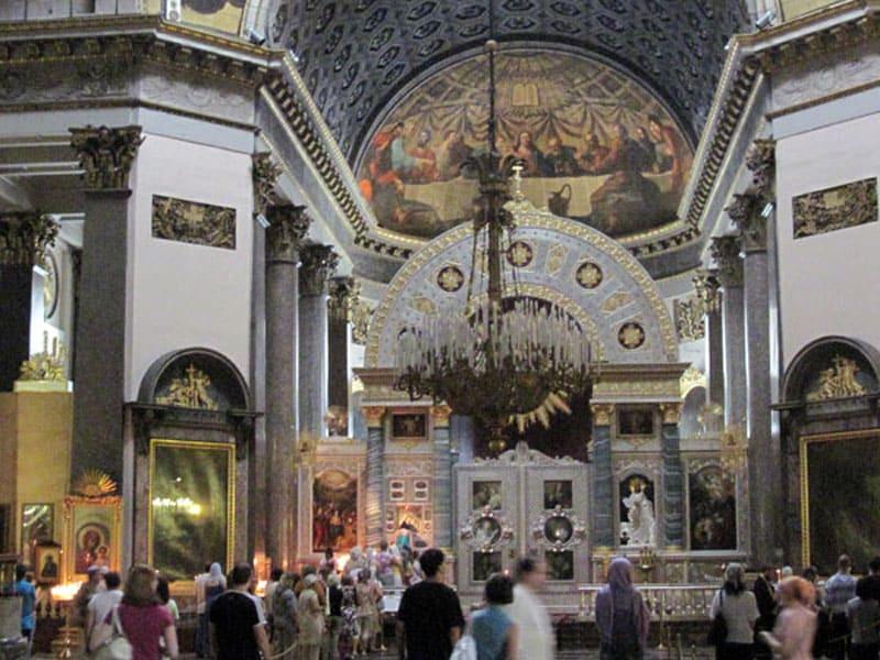 Внутри Казанского собора