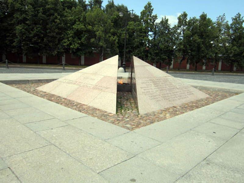 Памятник борцов за дело революции