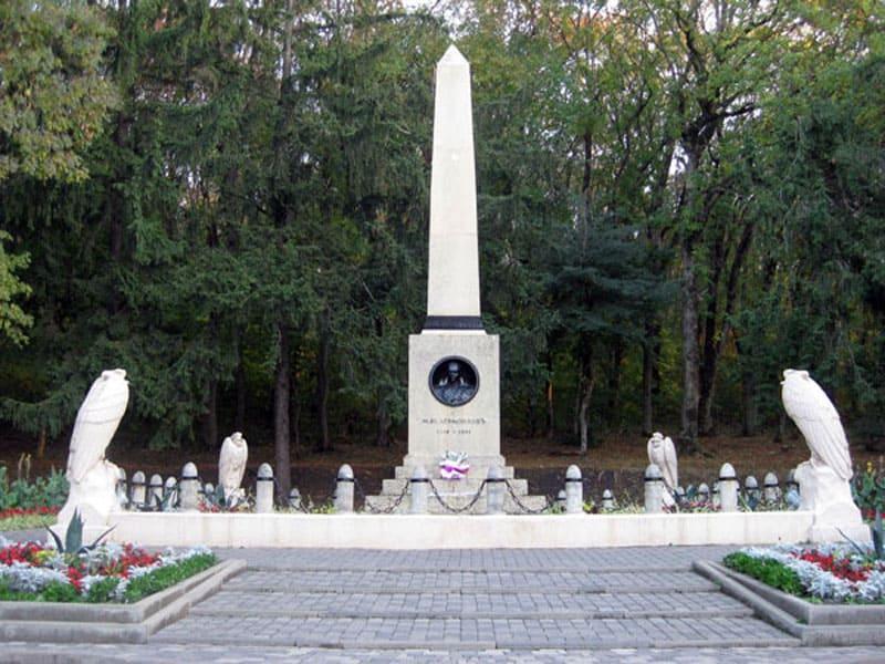 Памятник Лермонтову на месте дуэли