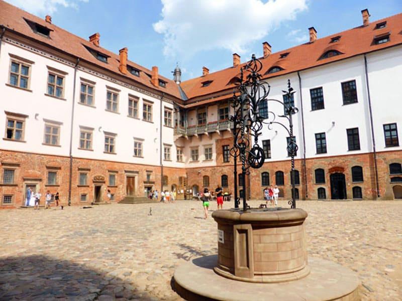 Картинки по запросу фото мирского замка