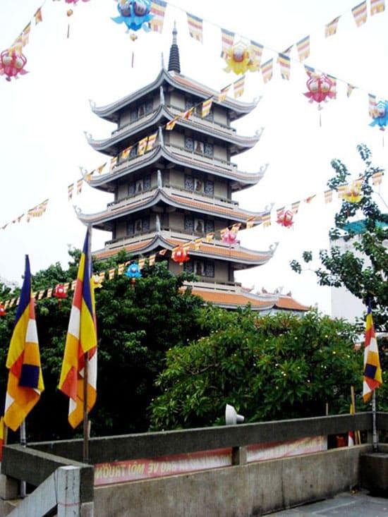 Семиярусная башня пагоды Винь Нгьем