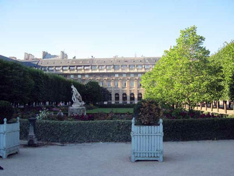 Внутренний двор Пале-Рояль (Королевский дворец)