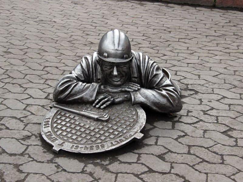 Памятник сантехнику Степанычу