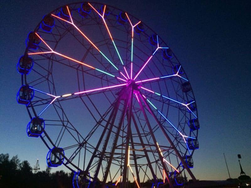 Гигантское колесо обозрения в Парке Победы