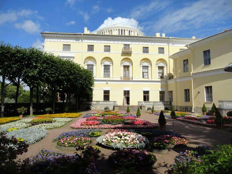 Сад в Павловском дворце