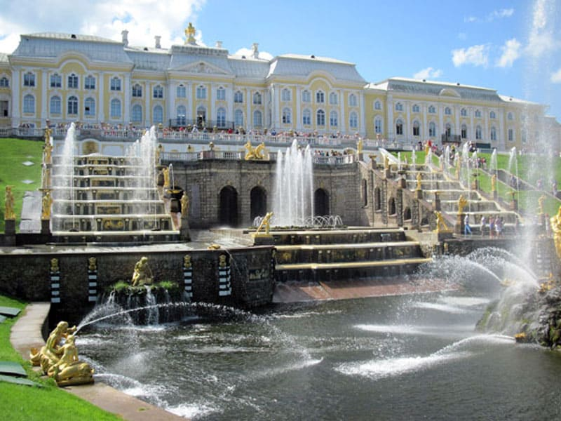 Вид на Большой дворец и Большой каскад
