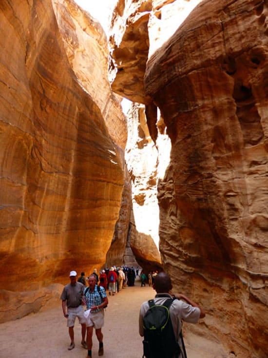 Дорога в скалах до Петры