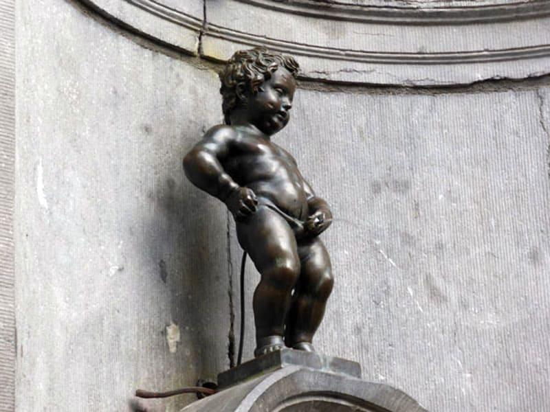 """Скульптура """"Писающий мальчик"""""""