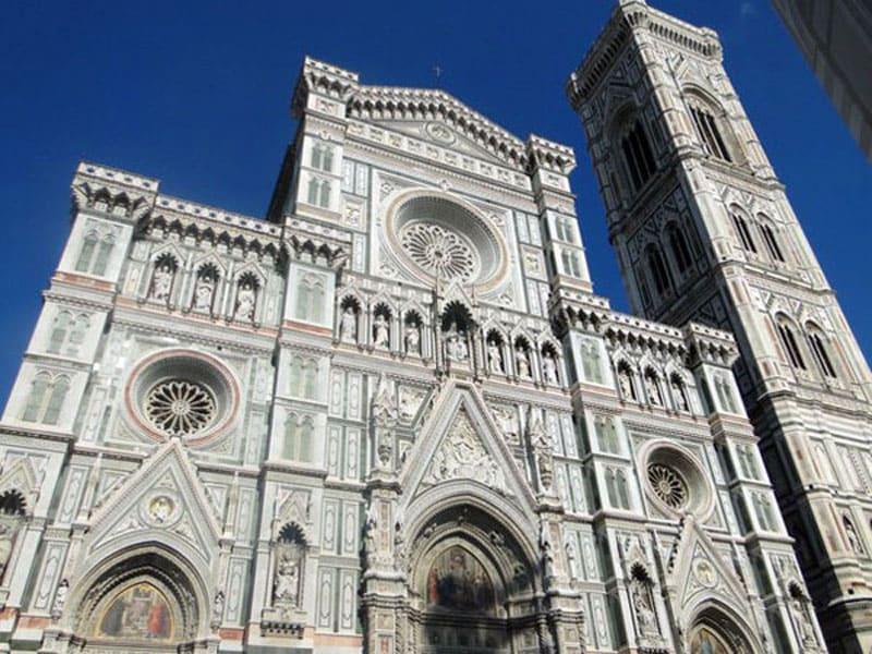 Фасад собора с колокольней Джотто