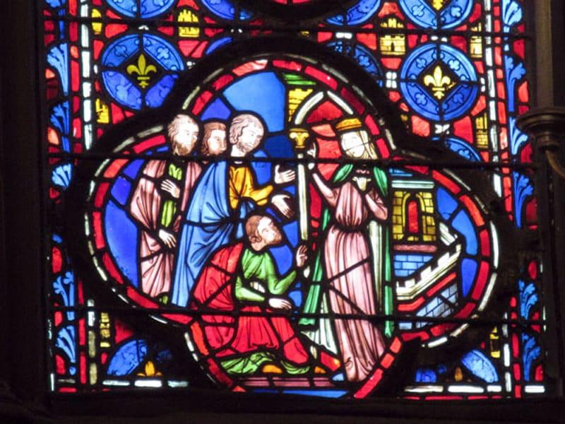 Один из витражей капеллы Сент-Шапель
