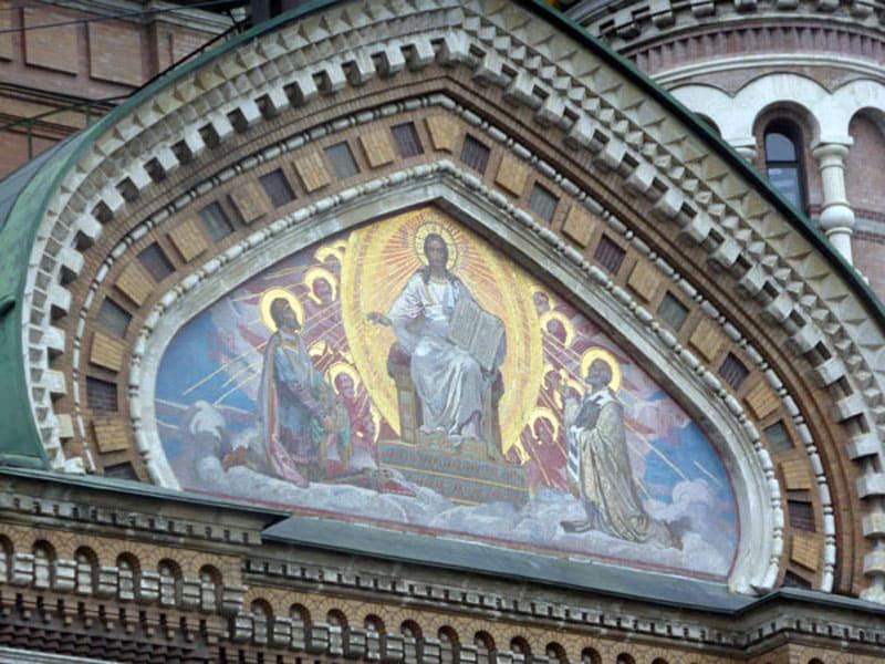 Мозаика на стенах храма