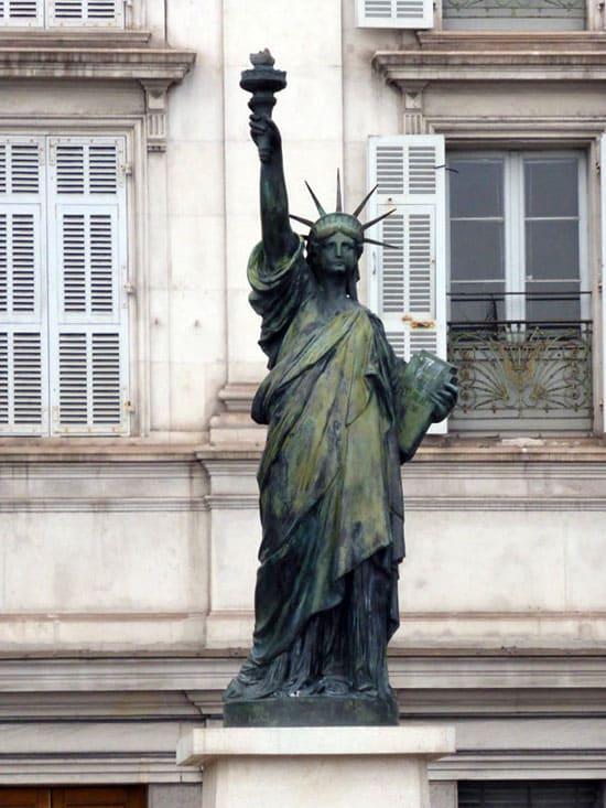 Статуя Свободы в Ницце