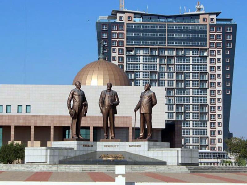 Памятник Трем Вождям