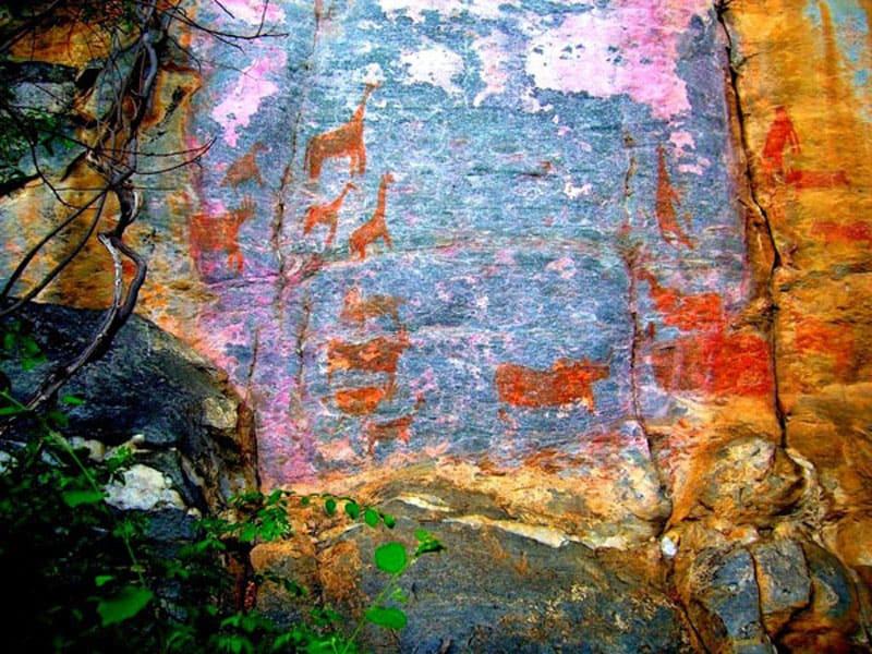 Наскальная живопись в районе Цодило