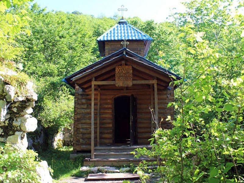 Часовня и источник Святого Василиска