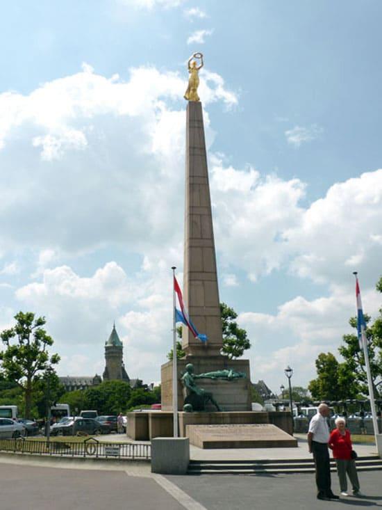 Площади Люксембурга  на карте путеводитель и фотографии